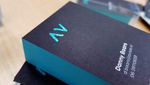 visitekaarten met foliedruk en kleur op snede
